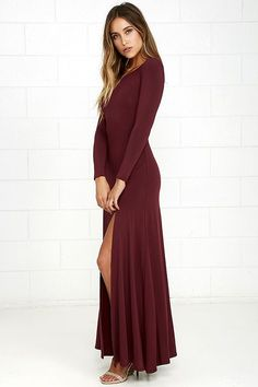 Feel like you're walking on air in the Swept Away Burgundy Long Sleeve Maxi Dress! Super soft and stretchy jersey knit shapes a rounded neckline, long sleeves, and a flowy maxi skirt with side slit.