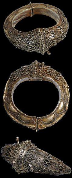 Indonesia | Gold Filigree Bracelet (Galang Gadang) | Minangkabau People, West Sumatra | 19th century | Price on request.