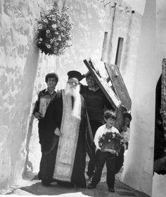 ΑΠΟ ΤΟ ΛΕΥΚΩΜΑ: ΤΑ ΝΗΣΙΑ-ΚΩΣΤΑΣ ΜΠΑΛΑΦΑΣ Light And Shadow, Greek Islands, Mykonos, Black And White Photography, Greece, Beautiful Places, The Past, History, Simple