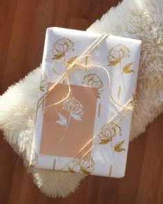 Pioni-wrapping paper | KOHTEESSA. #wrappingpaper #wrappingpapers #giftideas #wrappingideas #wrappinginspiration #ecofriendly #papershop #paperproducts #keyflag #madeinfinland #designfromfinland #craftin #diy #lahjapaperi #paketointi #lahjapaketointi #paketointiidea #kotimainen #ekologinen #verkkokauppa Wrapping Papers, Gift Wrapping, Eco Friendly, Wraps, Packaging, How To Make, Diy, Inspiration, Design