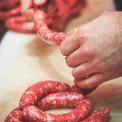 Domácí klobásky krok za krokem | Apetitonline.cz Meat, Food, Tractor, Meals
