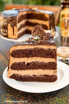 De sarbatori sau la petreceri ar merge un tort aromat cu alcool, asa cum este crema Amarula (un fel de