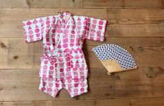 小さな子どもたちが甚平を着ている姿って、とても可愛いですよね。今回ご紹介するのは、なんと手ぬぐい3枚でできてしまう甚平です!試行錯誤をしながら作り方をマスターしたので、こちらで紹介させていただきますね。 Baby Kids Clothes, Diy Dress, Cool Baby Stuff, Handmade Baby, Kind Mode, Knit Crochet, Diy And Crafts, Kids Fashion, Girl Outfits