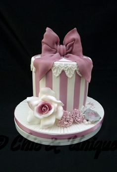 Hat Box Cake, Gift Box Cakes, Girly Cakes, Fancy Cakes, Bolo Minnie, Fantasy Cake, Barbie Cake, Cake Cover, Novelty Cakes
