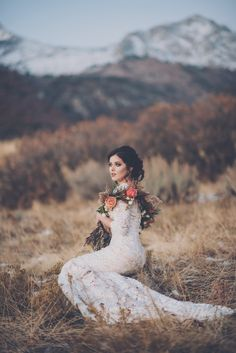 Majestic mountains and scenic valleys: 19 pretty outdoor wedding photo ideas Wedding Dress Sleeves, Modest Wedding Dresses, Wedding Gowns, Lace Wedding, Temple Wedding, Chic Wedding, Mermaid Wedding, Dress Vestidos, Bridal Shoot