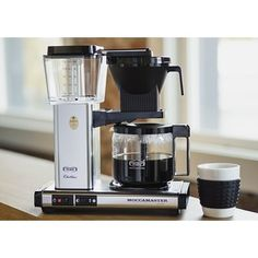 The Moccamaster KBG coffeemaker features a glass carafe and an automatic drip-stop brew-basket that stops the flow of coffee if the carafe is pulled away. Free Coffee Maker, Thermal Coffee Maker, Coffee Maker Reviews, Pour Over Coffee Maker, Pod Coffee Makers, Best Coffee Maker, Cold Brew Coffee Maker, Drip Coffee, Coffee Snobs