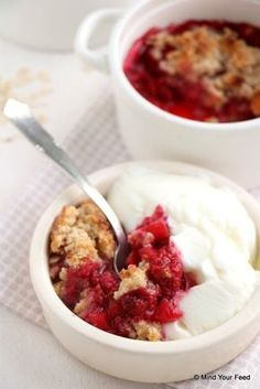 Frugal Food Items - How To Prepare Dinner And Luxuriate In Delightful Meals Without Having Shelling Out A Fortune Frambozen Havermout Crumble - Mind Your Feed Healthy Sweets, Healthy Baking, Healthy Snacks, Healthy Recipes, Breakfast And Brunch, Pureed Food Recipes, Snack Recipes, Happy Foods, I Love Food