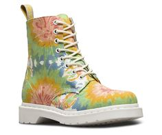 This women's 8-eye boot serves up sunny skies via a color pop of cosmic tie-dye against a bright white sole. In other words, it's ready for the 2017 summer festival lineup. This 8-eye boot still bears all the classic Doc's DNA, like grooved sides, stitching, a heel-loop and our iconic air-cushioned sole. Plus, there's no need to compromise: the women's boot is made with fine canvas — perfect for warm weather.