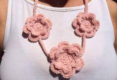 Collana in rosa a tre roselline
