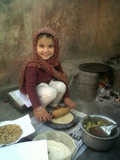Indian children are the most precious children. Kids Around The World, We Are The World, People Around The World, Beautiful Smile, Beautiful World, Beautiful People, Precious Children, Beautiful Children, Sweet Pictures