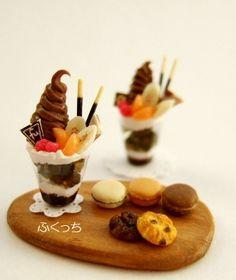 miniature chocolate parfait