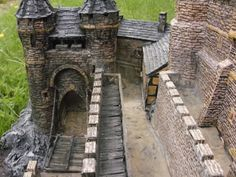 This quite incredible scale castle was scratchbuilt some ago by Tommy and Tina, who run an Online indian Clothes and accesor. Model Castle, Bird Houses, Small Houses, Wargaming Terrain, D&d Dungeons And Dragons, Luxury Homes Dream Houses, Medieval Castle, Fantasy, Log Homes