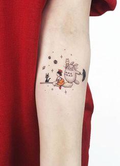 50 Beautiful Small and Colorful Tattoos 50 Beautiful Small and Colorful TattoosAhmet Cambaz is one the most popular tattoo artists in Istanbul from Turkey. Mini Tattoos, Body Art Tattoos, Small Tattoos, Tatoos, Tatuaje Studio Ghibli, Studio Ghibli Tattoo, Miyazaki Tattoo, Kritzelei Tattoo, Doodle Tattoo