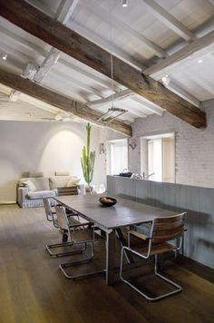 Inspiring attic apartment located in Mentova, Italy, designed in 2012 by Martina Mambrin. Colorful Interior Design, Interior Design Tips, Loft Design, House Design, Luxury Furniture, Furniture Design, Country Interior, Home Decor Trends, Decor Ideas