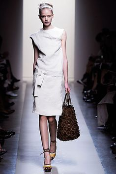 Bottega Veneta Spring 2010 Ready-to-Wear Collection Slideshow on Style.com