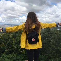 Raincoats For Women Yellow Mochila Kanken, Kanken Backpack, Raincoats For Women, Jackets For Women, Fjallraven, You Are Art, Estilo Grunge, Yellow Raincoat, Photo Tips
