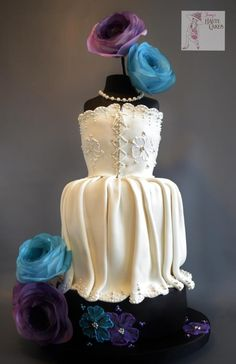 Wedding Dress - Cake by Jenny Kennedy