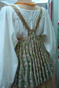 Russian Sarafan Pattern Crafty t Patterns Sewing ideas Folk Fashion, Ethnic Fashion, Historical Costume, Historical Clothing, Fashion Design Classes, All Jeans, Ethnic Dress, Russian Fashion, Folk Costume