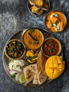 Every region in India has its own version of thali meal. We have got for you 10 Indian thali meal ideas for every day meal menu. Indian Veg Recipes, Greek Recipes, Asian Recipes, Vegetarian Recipes, Cooking Recipes, Healthy Recipes, Veg Thali, Beste Brownies, Comida India