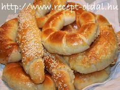 Békebeli vajaskifli - Hozzávalók : Fél kiló liszt, 2 kiskanál só, fél kocka (2,5 dkg) élesztő, 2 kockacukor, 2 dl langyos tej, 10 dkg olvasztott vaj. Baking And Pastry, Bread Baking, Cake Recipes, Dessert Recipes, Salty Snacks, Hungarian Recipes, Bread And Pastries, Food Porn, Food And Drink
