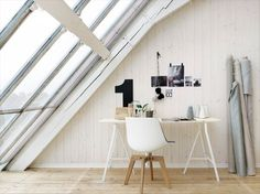 Small and very simple, this workspace bathes in natural light