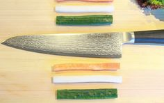 """Colorful vegetables and """"GOUGIRI""""! You can cut it easily,please try it! Colorful Vegetables, Damascus Blade, Professional Chef, Chef Knife, Knife Making, Kitchen Tools, Good Food, Canning, Recipes"""