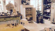 Vi holder julefeire. Velkommen i butikken igen til januar ♡ Glædelig jul og godt nytår fra os. Fransk landstil og vintage. Hvidt & Slidt, Studiestræde 3, 4300 Holbæk