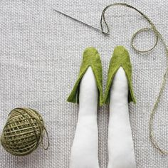 Doll Shoe Patterns, Doll Patterns Free, Dress Patterns, Fairy Shoes, Needle Felting Tutorials, Sewing Dolls, Ag Dolls, Ann Wood, Doll Tutorial