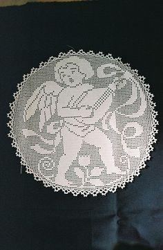 Putti Troubadour in filet crochet from 1912 design by brigittepicart