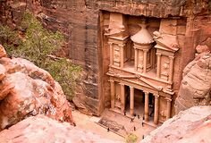 Experience Aqaba, Wadi Rum and Petra in this overnight tour from Eilat. View the ancient artifacts and ways of life.Tour Wadi Rum and Petra for 2 days from Eilat. From Eilat cross the border into Aqaba for the start of your journey to Wadi Rum. See h Amman, Best Places To Travel, Places To See, Monuments, Petra Tours, Jordan Tours, City Of Petra, Jerash, Jordan Travel