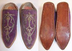 $100 Vintage Moroccon Childs Cherbil Gold Embroidery Purple Velvet Slipper Shoes top & bottom views