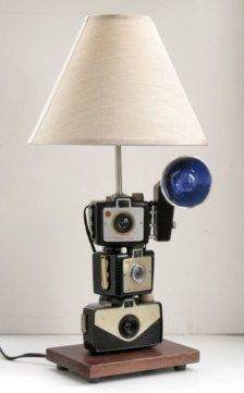 Vintage Cameras Learn How To Use Old Cameras As Repurposed Objects - Learn How To Use Old Cameras As Repurposed Objects - Top Craft Ideas Old Cameras, Vintage Cameras, Camera Decor, Photo Deco, I Love Lamp, Steampunk Lamp, Industrial Lighting, Lampshades, Floor Lamp