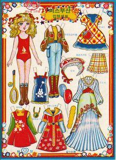완전 완전 몇십년 전에나 보던 그 추억의 종이인형이에요^^요즘은 그 옛날처럼 문방구 앞에서 요런 소소한 ... Paper Doll Craft, Paper Crafts Origami, Doll Crafts, Paper Toys, Bjd Dolls, Doll Toys, Papier Kind, Paper Child, Doll Japan