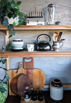 Thrift the Look: Industrial Cottage Chic - Audrey Would! Stainless Kitchen, Wooden Kitchen Utensils, Kitchen Items, Wooden Kitchen, Cottage Chic, Vintage Kitchen Utensils, Vintage House, Vintage Kitchen, Thrifting