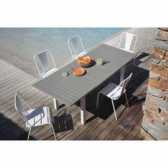 Extending garden table in ... - Escale