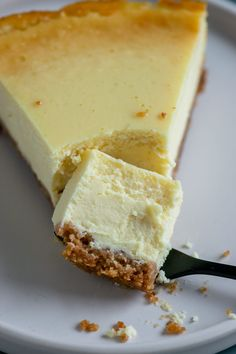 der unglaublich cremige New York Cheesecake the incredibly creamy New York cheesecake The Cheesecake Factory, Cream Cheese Keto Recipes, Cream Cheese Desserts, Healthy Dessert Recipes, Easy Desserts, Baking Recipes, Dessert Simple, Dessert Blog, Easy Snacks