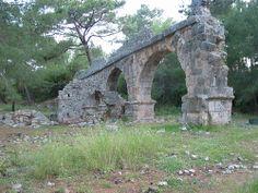 Aqueduto. Phaselis, Turquia.