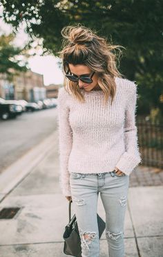 Most perfect messy hair + pale pink sweater + ripped skinnies