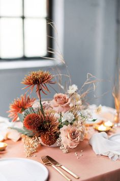 Contemporary modern loft wedding with organic floral design in muted coral tones… – Wedding table – Wedding Modern Floral Arrangements, Wedding Flower Arrangements, Wedding Bouquets, Wedding Table Centerpieces, Floral Centerpieces, Wedding Decorations, Centerpiece Ideas, Stage Decorations, Floral Wedding