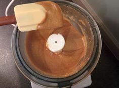 Mixer les fruits jusqu'à obtenir un praliné