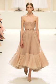 fashion show Christian Dior Haute Couture - fashion Dior Haute Couture, Couture Christian Dior, Couture Mode, Christian Dior Dress, Christian Christian, Christian Dior Vintage, Dior Fashion, Fashion Weeks, Runway Fashion