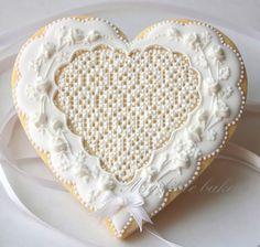 My little bakery :): White roses on a white heart.