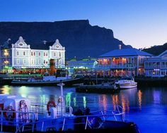 Victoria and Alfred Waterfront, Cape Town, South Africa with Table Mountain in background V&a Waterfront, Le Cap, Cape Town South Africa, Table Mountain, Most Beautiful Cities, Amazing Places, Land Scape, Night Life, Places To See