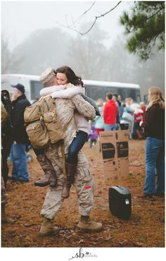 {Camp LeJeune Homecoming Photography   Jacksonville NC} - Sera Bella Photography   the blog - Military Homecoming