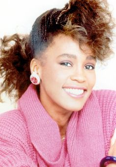 Whitney Houston, The Legacy Beautiful Black Women, Beautiful People, Whitney Houston Pictures, Women In Music, Beautiful Voice, Female Singers, American Singers, Natural Hair Styles, Hair Beauty