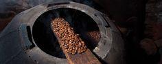 Ruta del café: de la sierra de Cuetzalan a Xicotepec. Este recorrido empieza con el grano verde que en Cuetzalan se puede conocer y hasta probar; en Pahuatlán observaremos cómo se tuesta y muele mientras que en Xicotepec hay bisutería con semillas del cafetal.