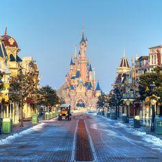 Disneyland Paris under the snow ^^
