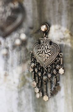 Sterling silver holds 90 round white diamonds in a vintage cross design in this beautiful pendant. Comes with sterling silver chain. Tribal Jewelry, Bohemian Jewelry, Metal Jewelry, Indian Jewelry, Jewelry Art, Beaded Jewelry, Silver Jewelry, Fashion Jewelry, Silver Ring