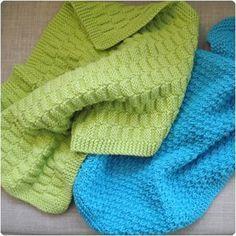Så er 2 gæstehåndklæder også klar til de unge        DIY   Det grønne håndklæde har samme ret/vrang mønster som et, jeg har fra min farmor...