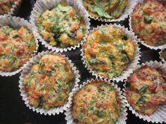Muffins med ost og spinat
